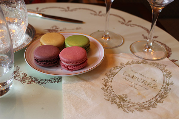 "Alt=""Afternoon tea Laduree Paris"""