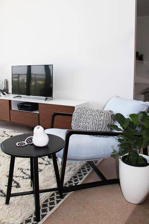 Contemporary Style Apartment